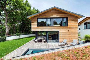 Una casa in legno moderna di lusso.
