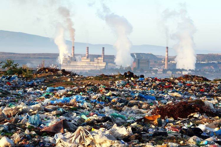 Inquinamento del suolo per l'industrializzazione ed i rifiuti.