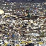 Rifiuti di plastica in mare.
